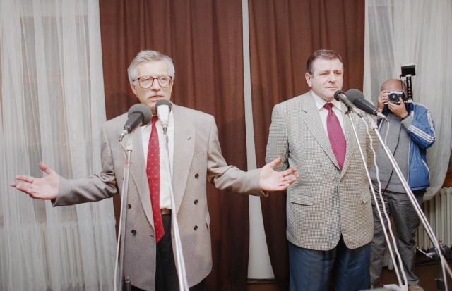 Václav Klaus a Vladimír Mečiar rozdělili Československo