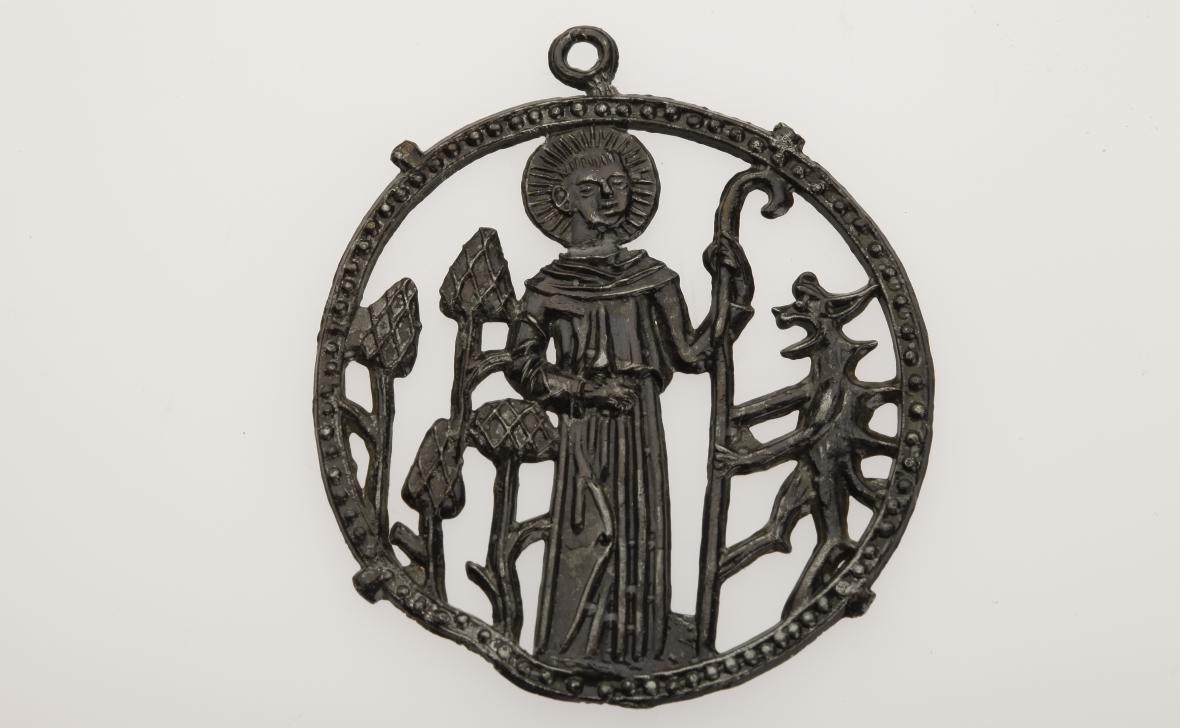 Poutní odznak se sv. Prokopem z Karlovy Huti u Berouna