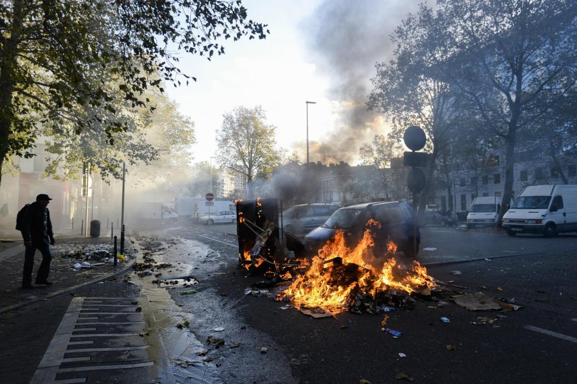 Demonstrace proti reformám skončila v Bruselu násilnostmi