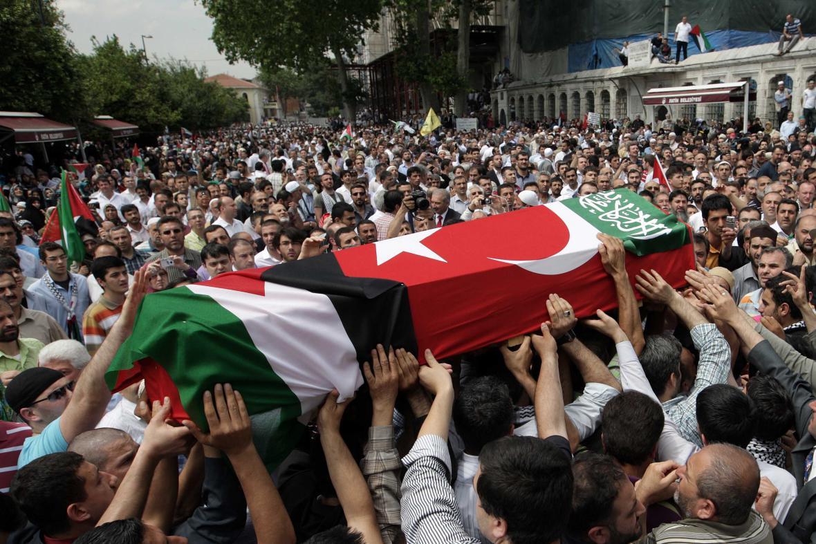 Červen 2010 - pohřeb aktivistů v Istanbulu