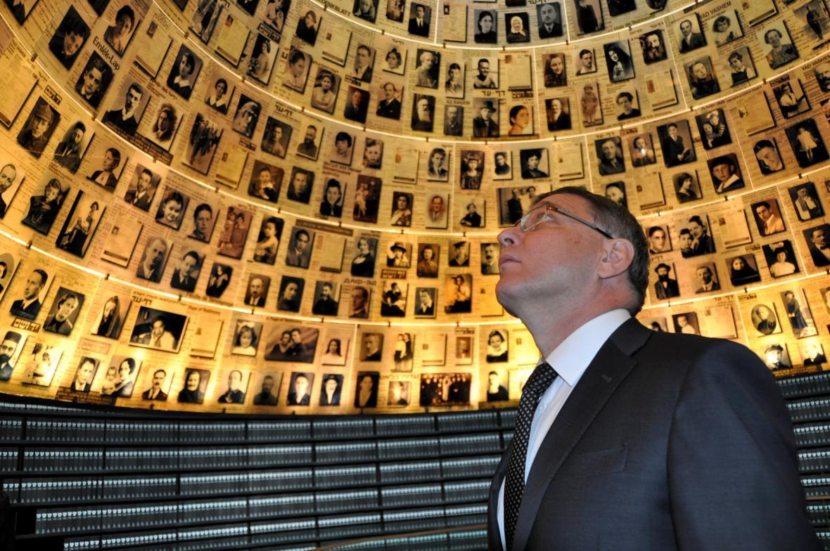 Zaorálek v židovském památníku