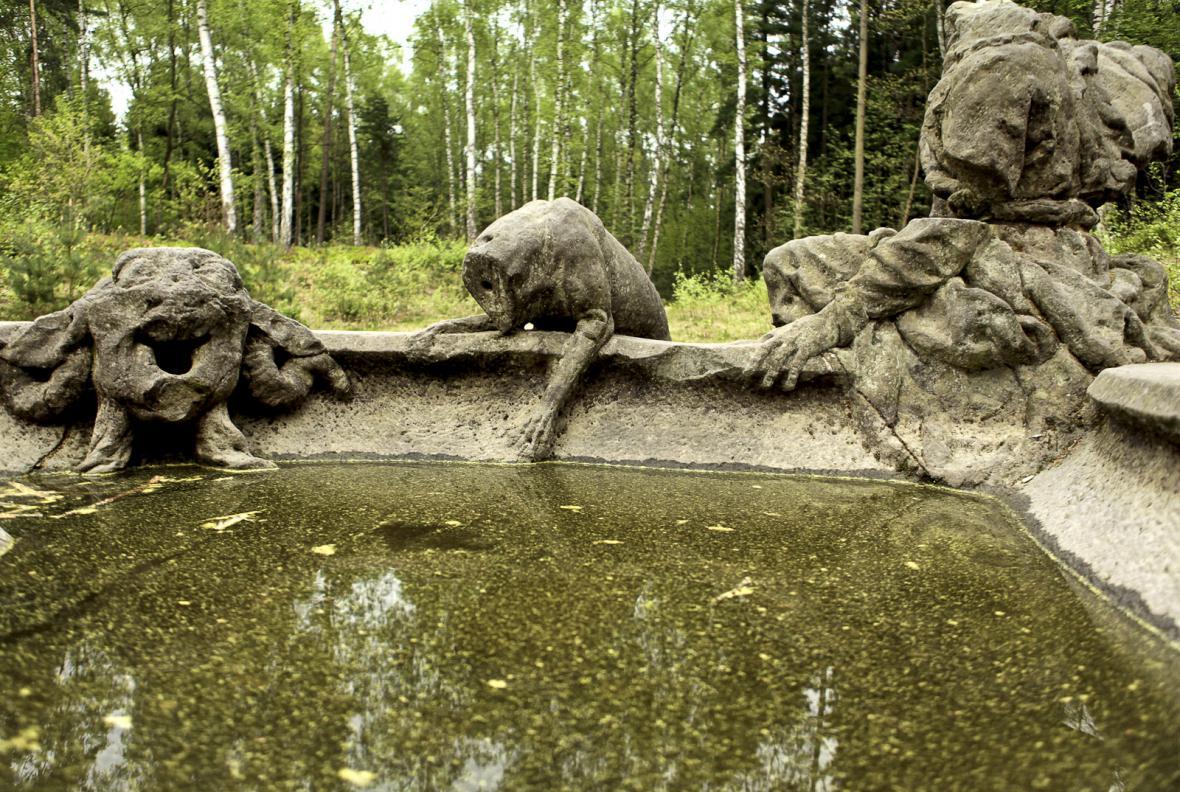 Betlém - soubor barokních soch v lese poblíž Kuksu