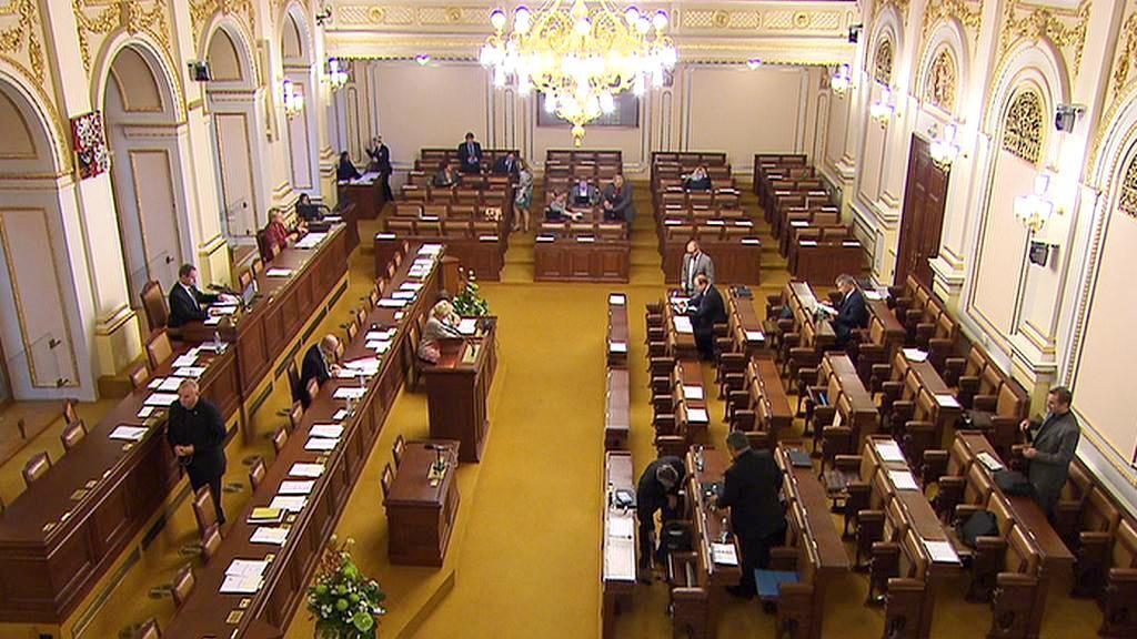 Poslanecký sál byl ze tří čtvrtin prázdný