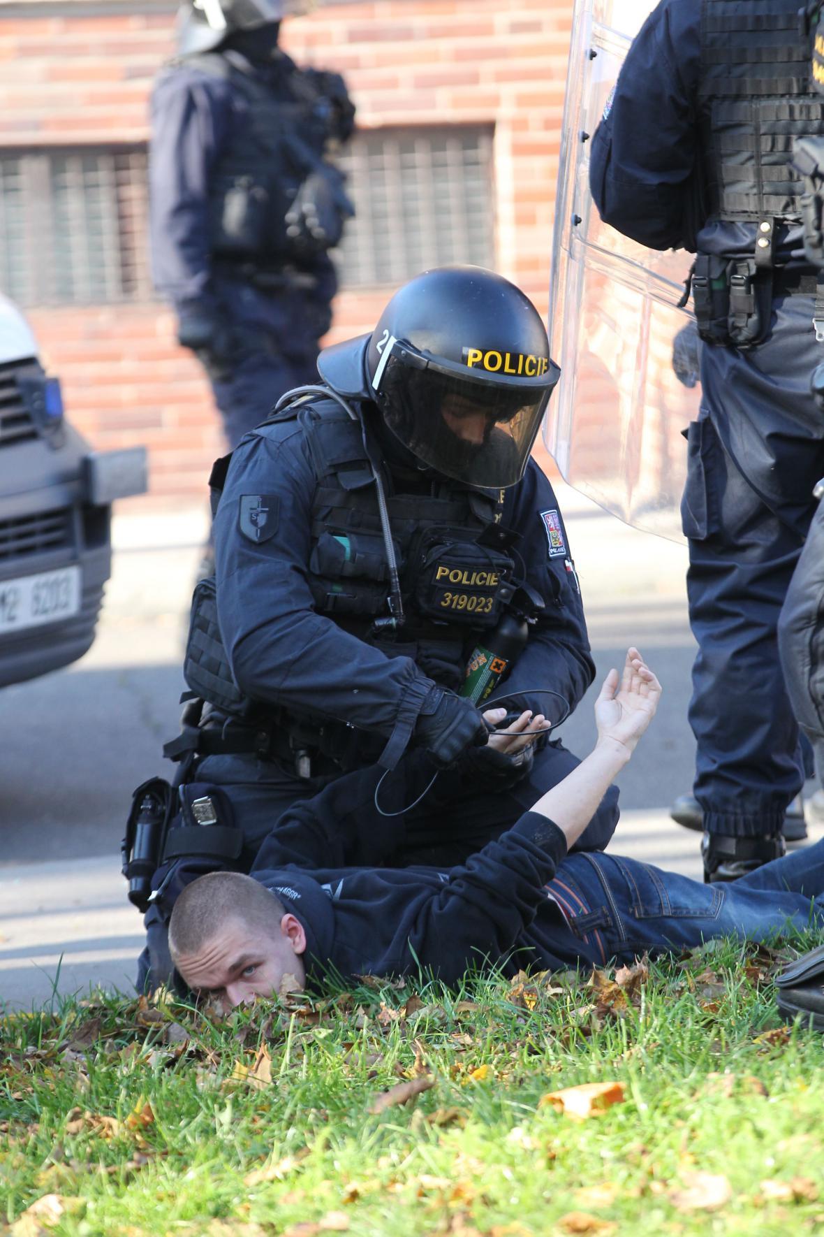 Zatýkání při demonstraci v Ostravě