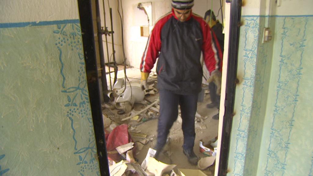 Přípravy domu na demolici - Obrnice