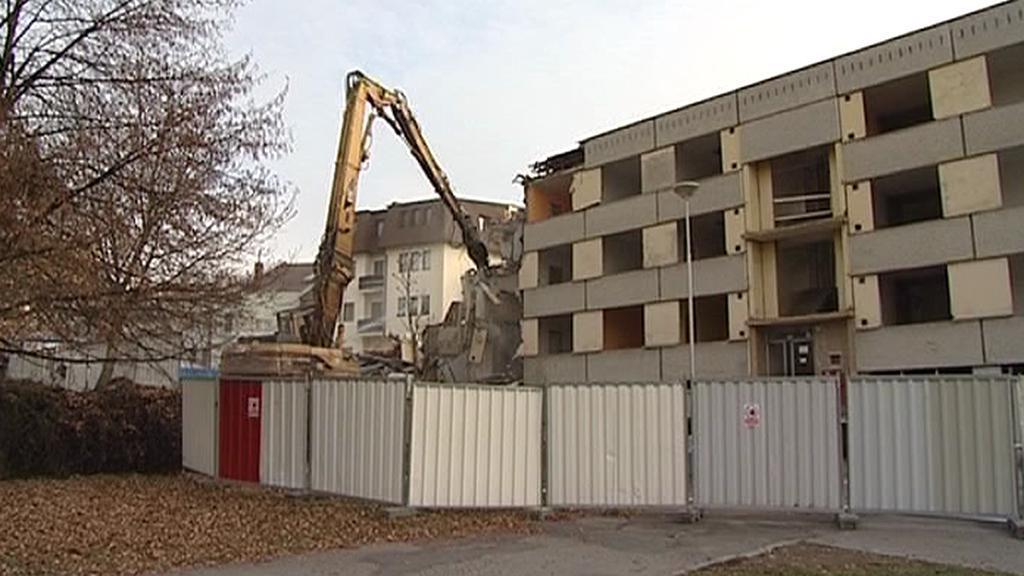 Demolice paneláku v Havlíčkově Brodě - listopad 2011