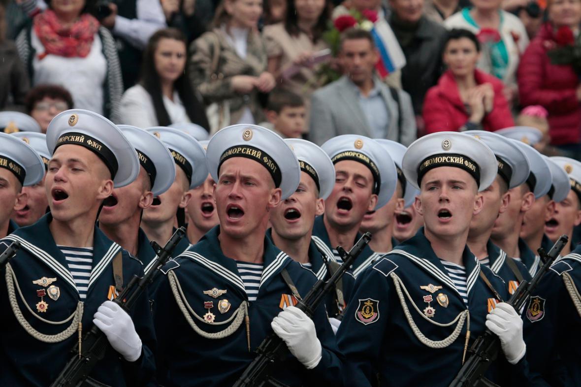 Vojenská přehlídka v Sevastopolu