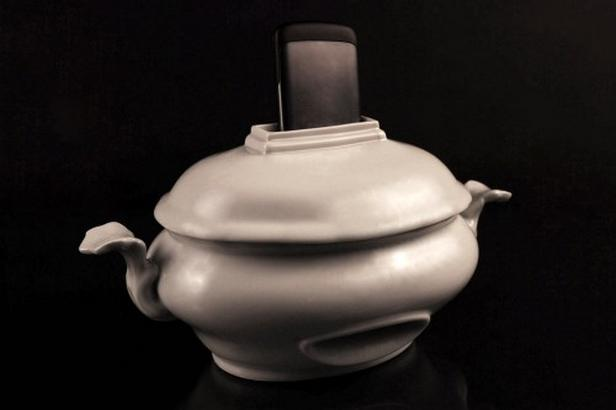 Porcelánový zesilovač od Veroniky Švábeníkové