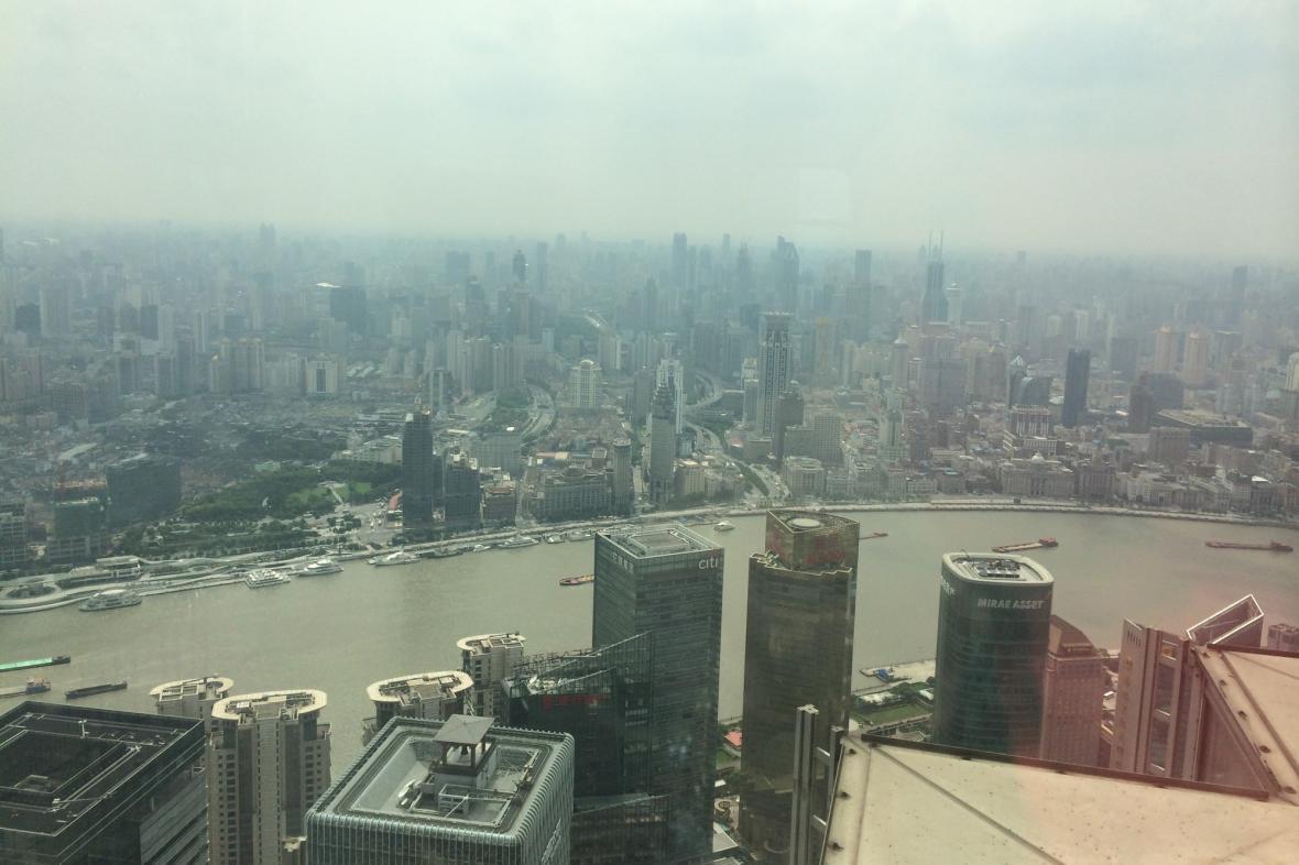 Šanghaj bývá často zahalena smogem