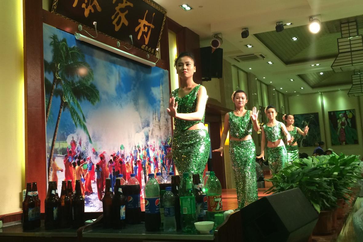 Taneční vystoupení v thajské restauraci