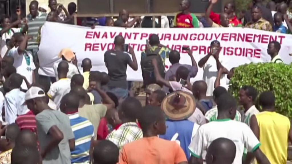 Demonstrace v Ouagadougou proti převzetí moci armádou