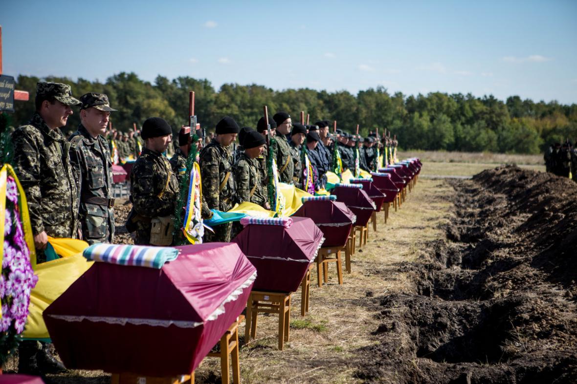 Pohřeb ukrajinských vojáků