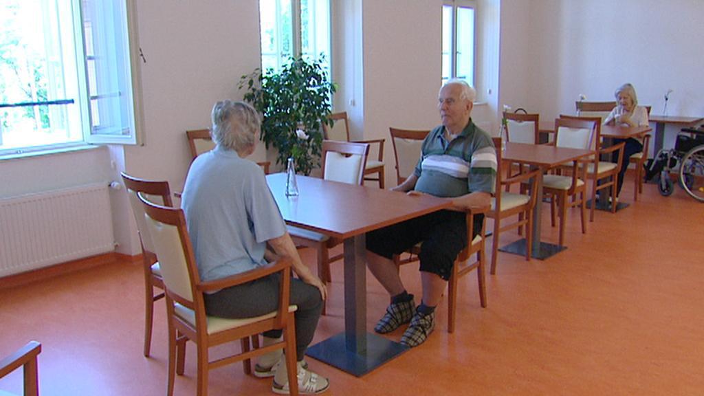 Obyvatelé domova pro seniory