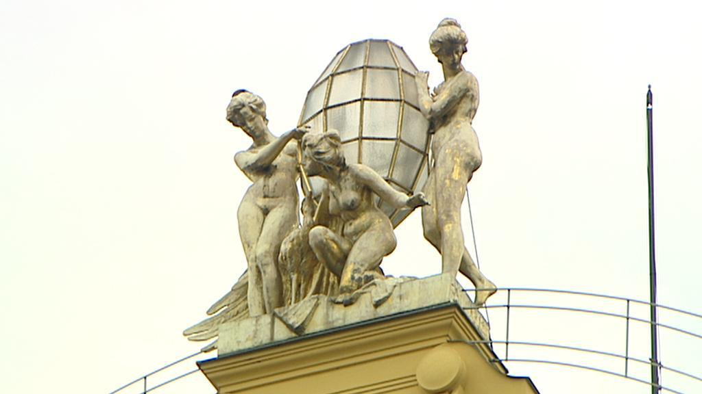 Sochy na střeše hotelu Šroubek - Evropa