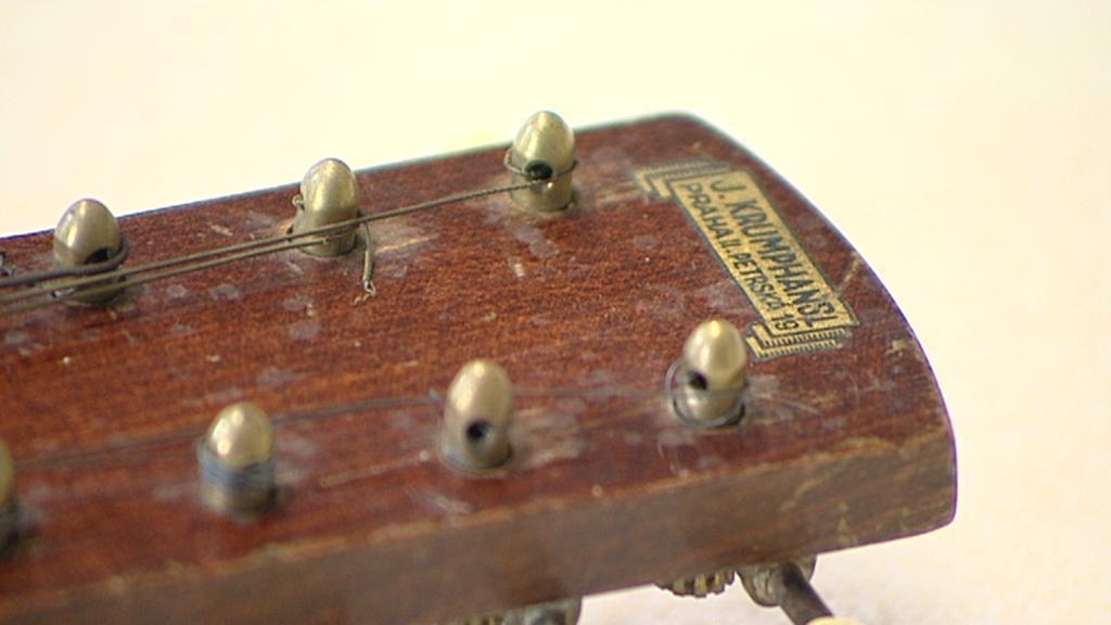 Detail nástroje se štítkem firmy Krumphansl