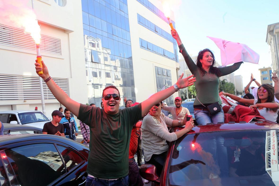Příznivci Hlasu Tuniska slaví volební vítězství
