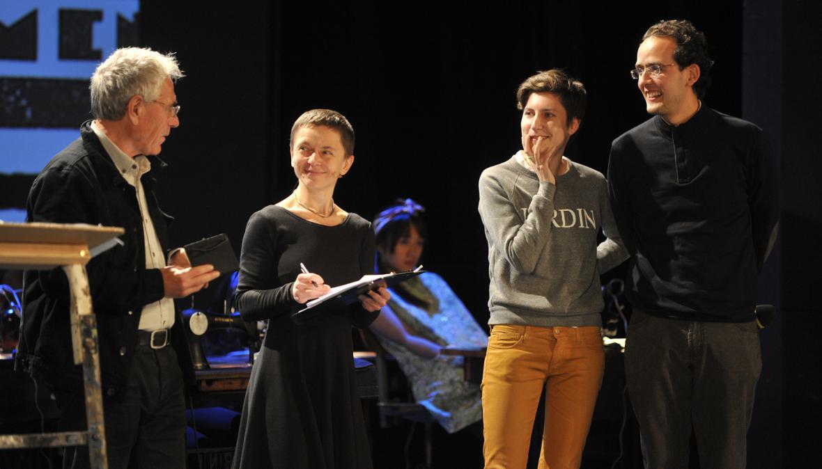 Anny Roussillonové (druhá zprava)