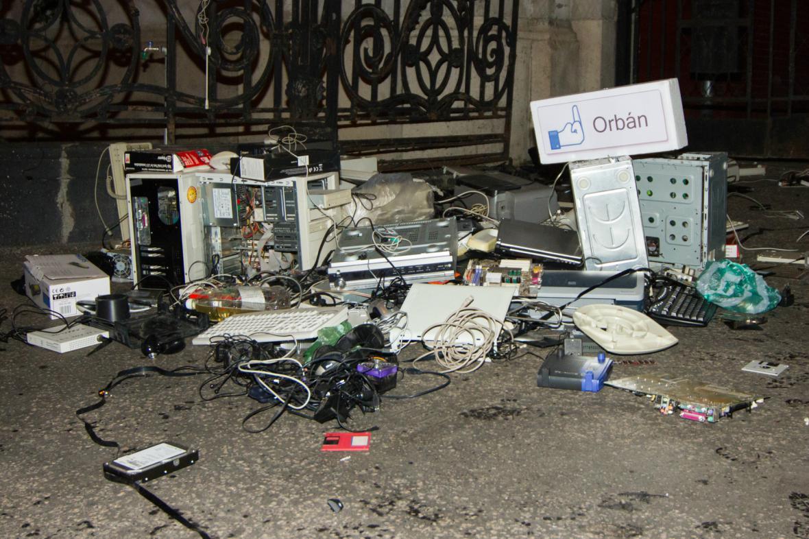 Maďarské protesty proti zdanění internetu