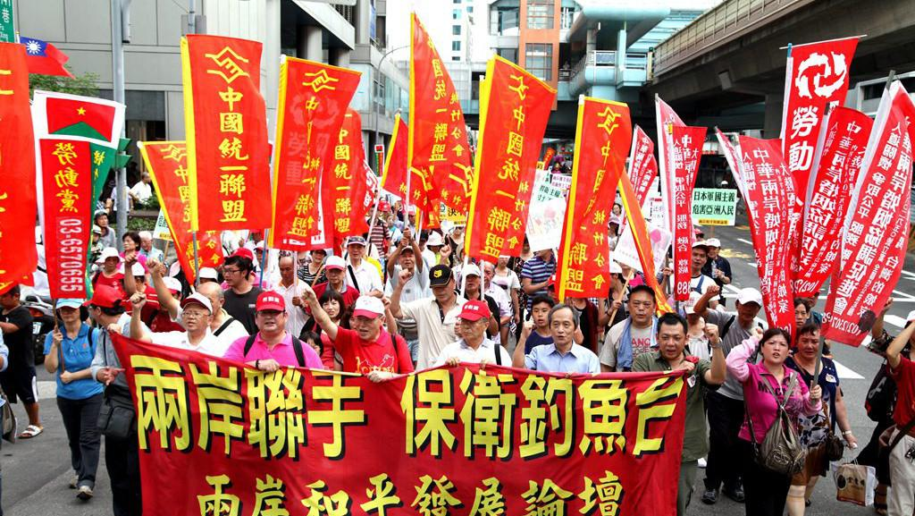 Protesty tisíců obyvatel Tchajwanu v Taipei proti japonskému záboru ostrovů