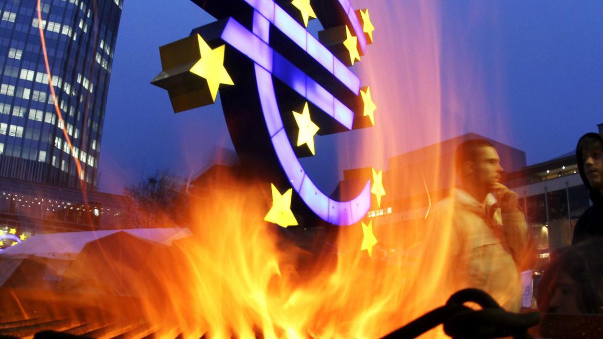 Eurozóna v plamenech