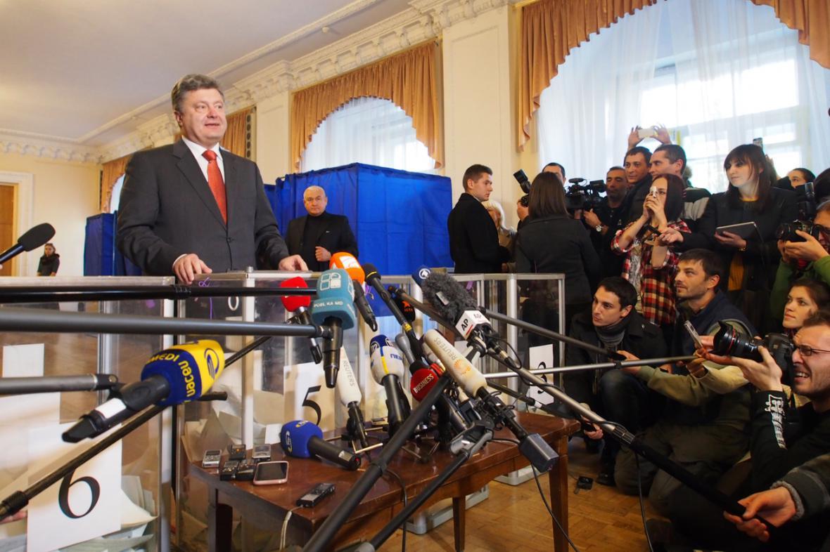 Petro Porošenko u volební urny
