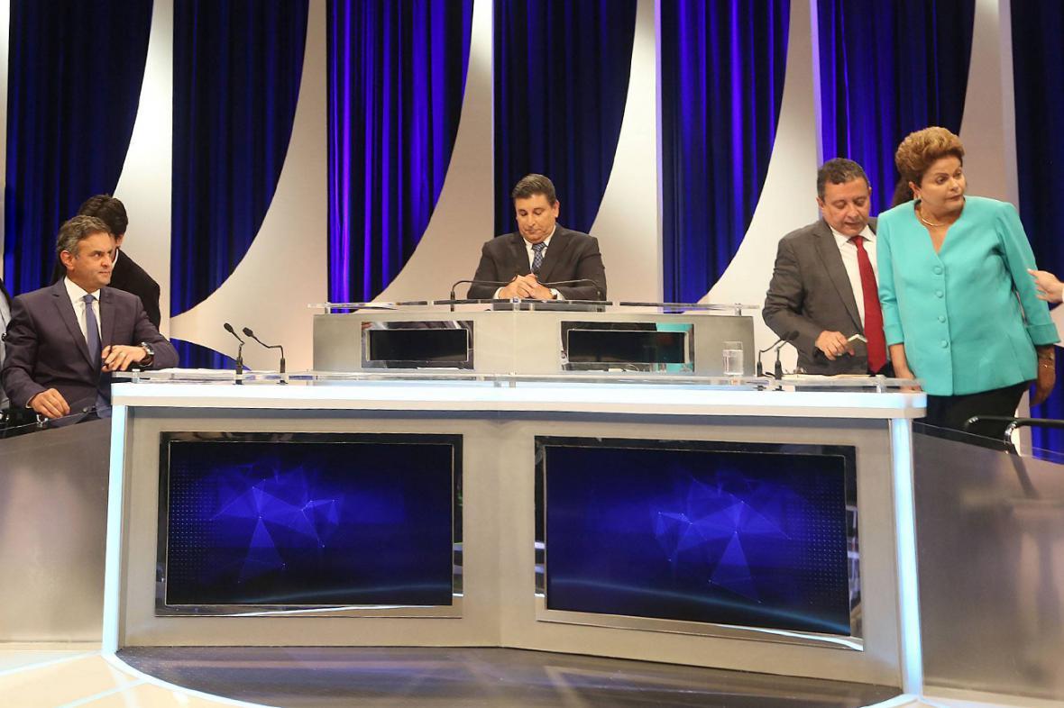 Aécio Neves a Dilma Rousseffová po předvolební televizní debatě