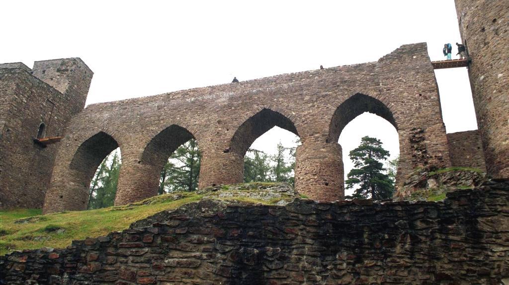Most ve Velharticích