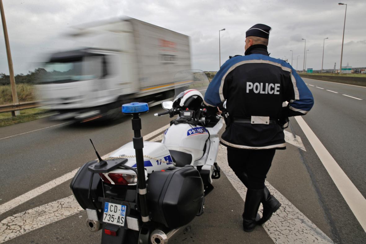 Policejní hlídka v Calais