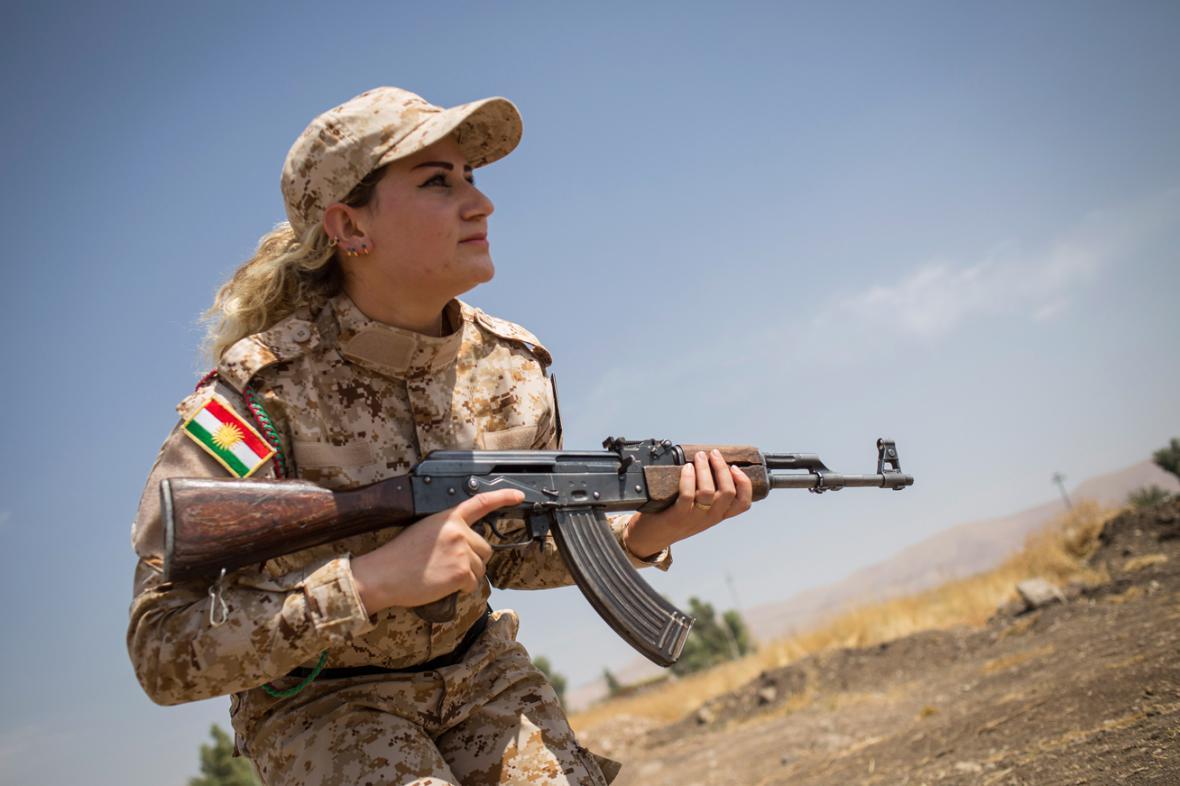 Mezi pešmergy bojují i ženy - lvice Kurdistánu