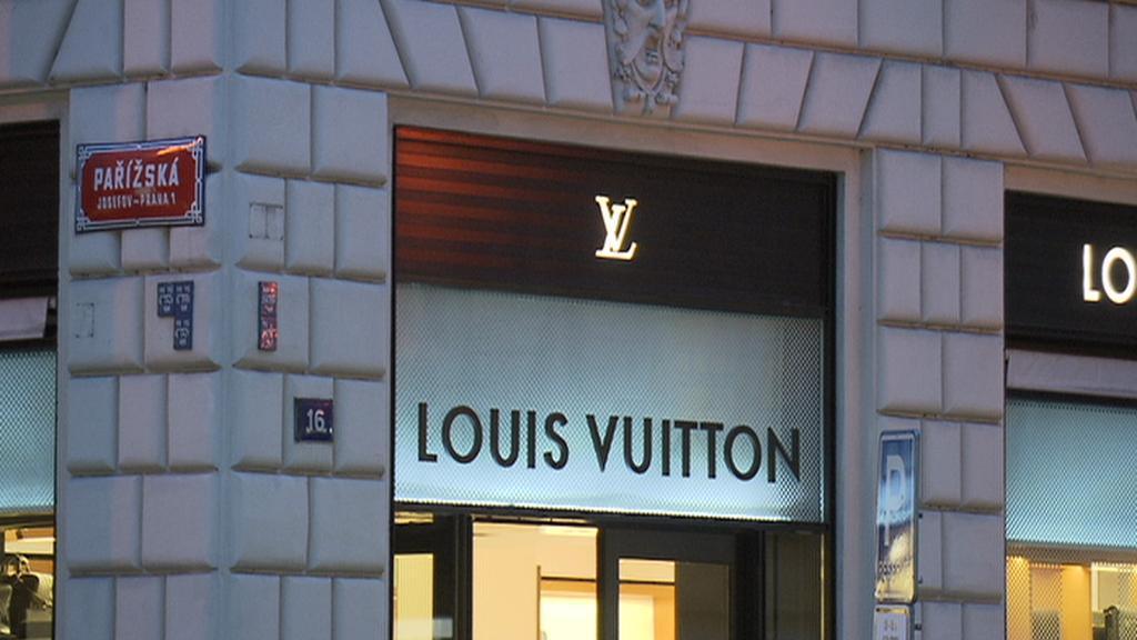 Obchod Louis Vuitton v Pařížské ulici