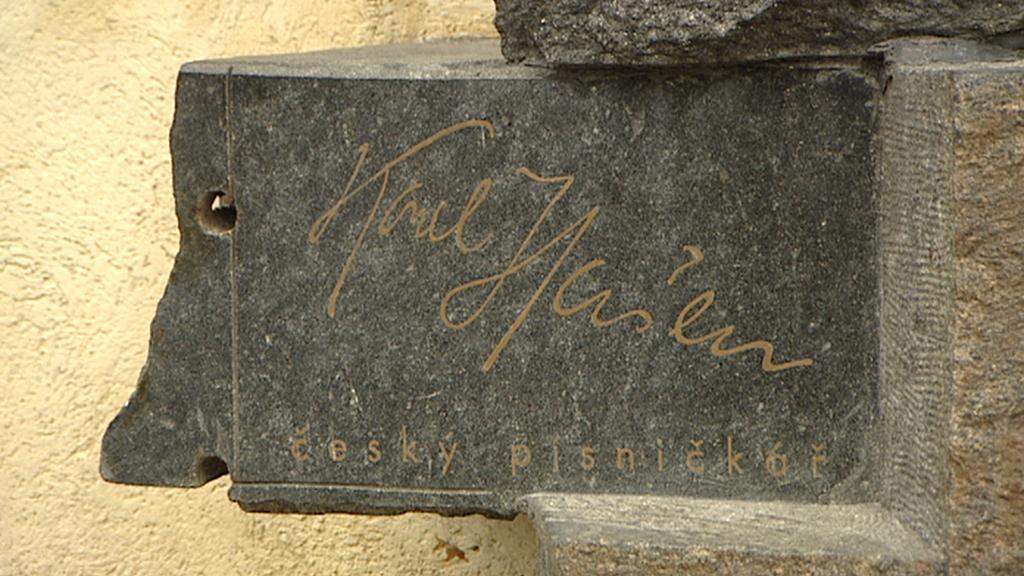 Z pomníku Karla Hašlera