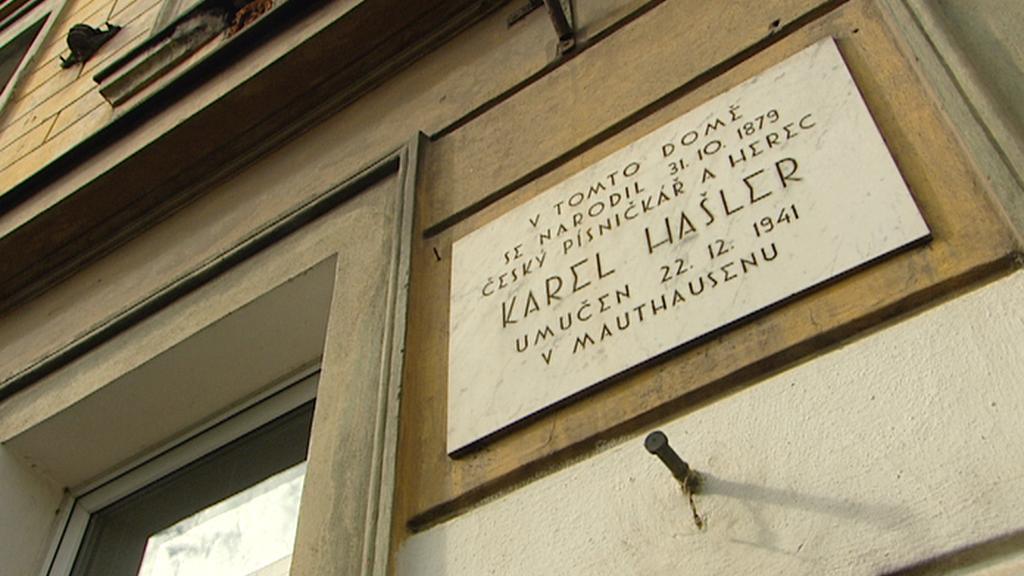 Pamětní deska na rodném domě Karla Hašlera