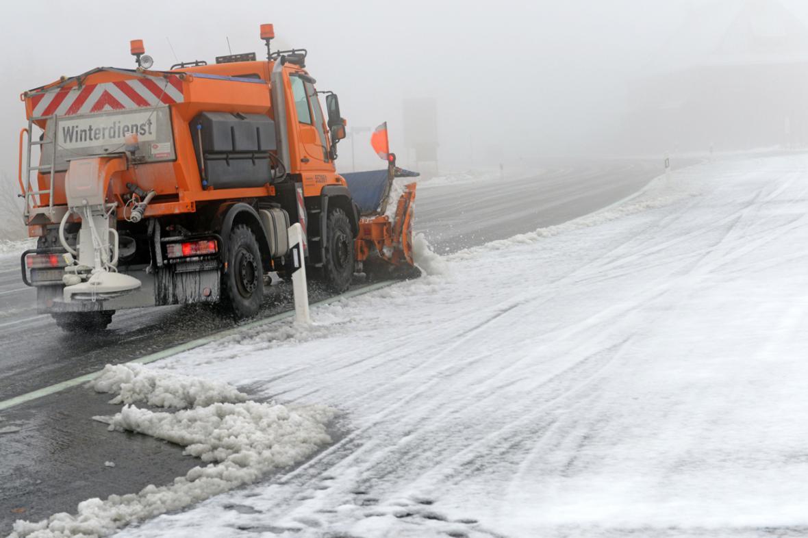 Sněhová kalamita v německém Oberwiesenthalu