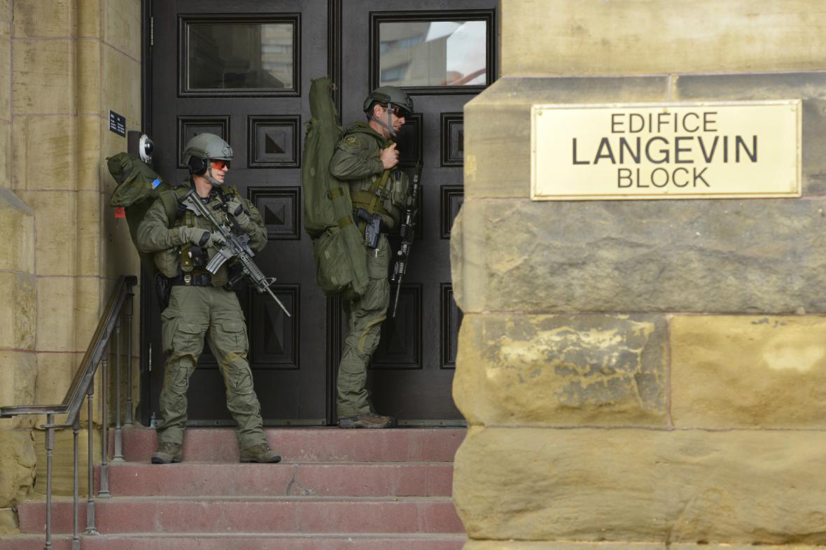 Policie pátrá po střelci v Ottawě