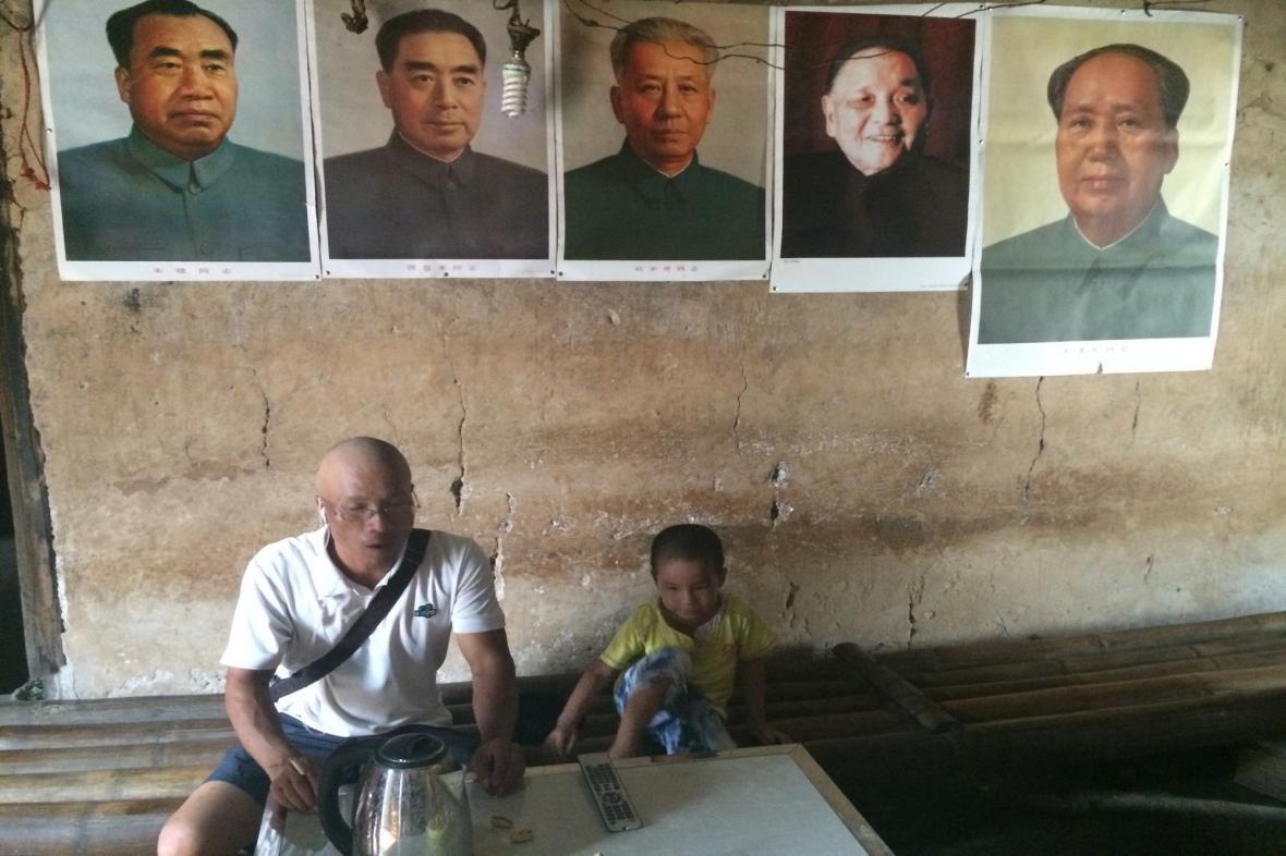 Čínští politici zdobí interiéry mnohých vesnických domů