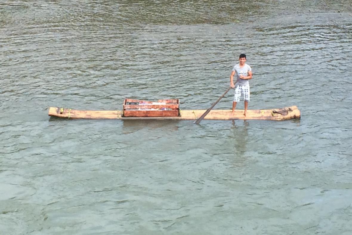 Řeku Li křižují bizarní plavidla