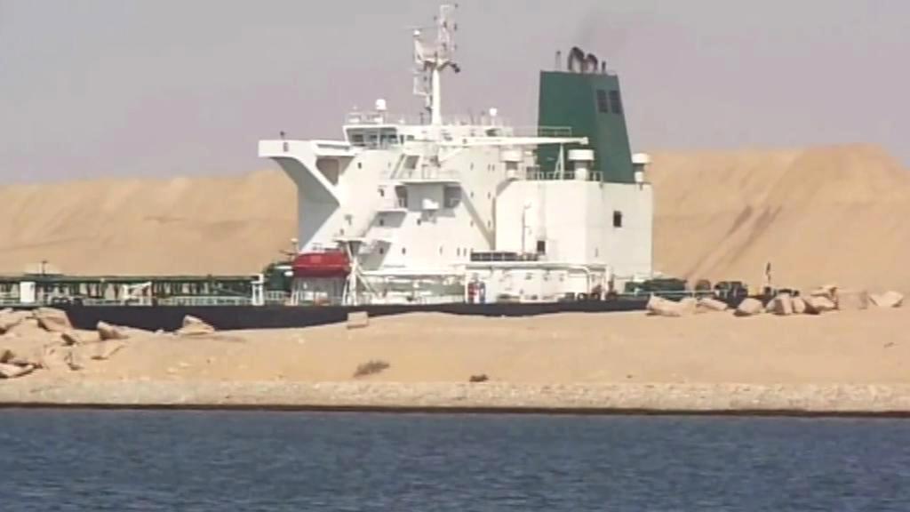 Loď v Suezském průplavu