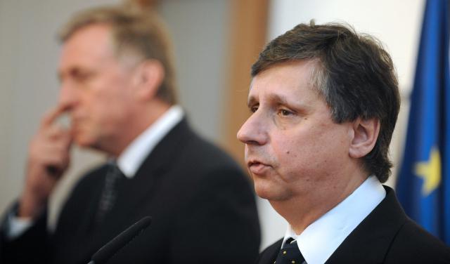 Fishera kritizoval expremiér Topolánek za slabost