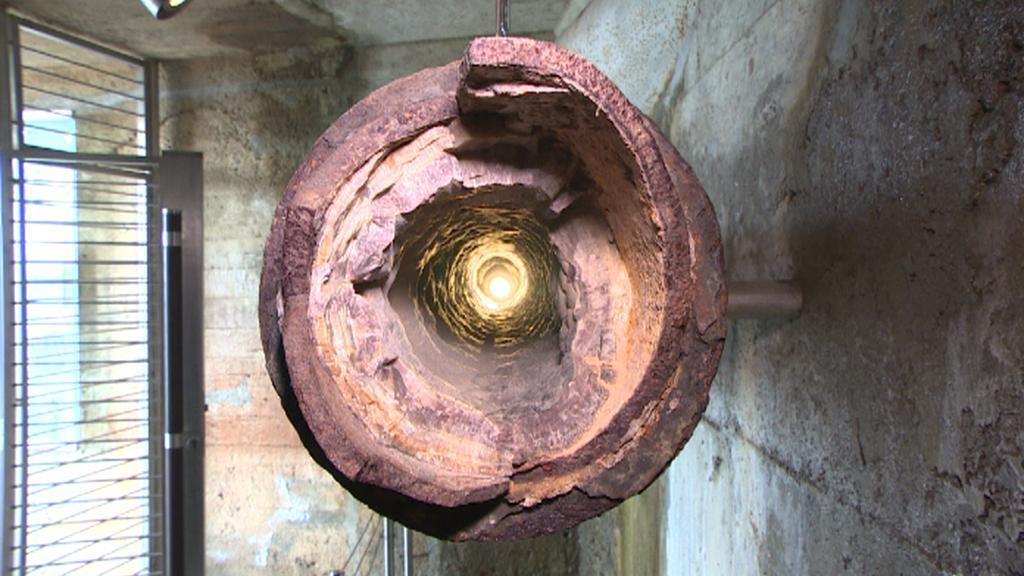 Trubka na termální vodu zanesená uhličitanem vápenatým