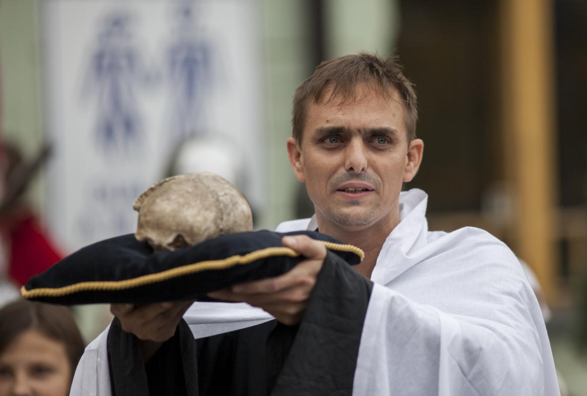 Lebka Jana Žižky při zahájení výstavy v Táboře