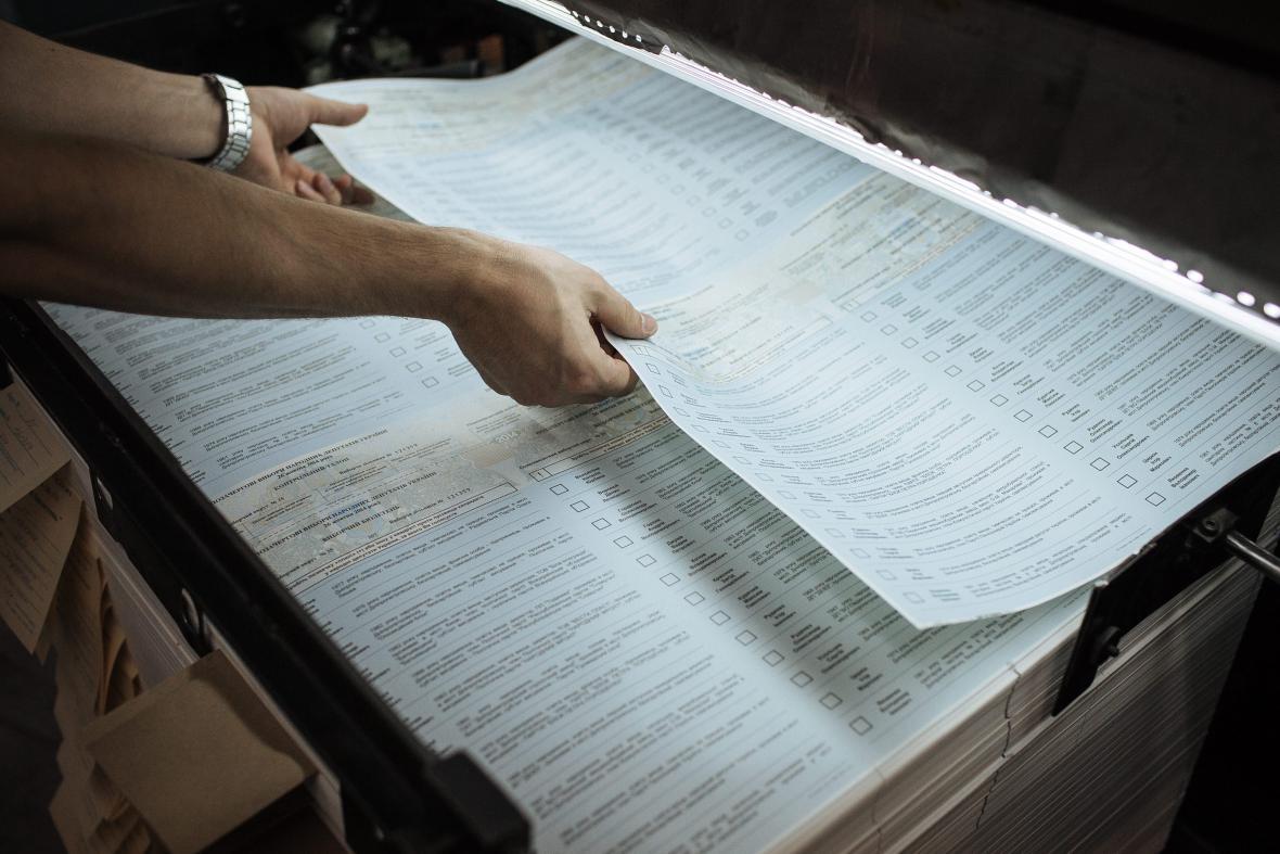 Vytištěné volební lístky pro ukrajinské parlamentní volby