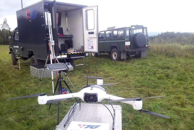 Místo výbuchu zkoumá bezpilotní dron