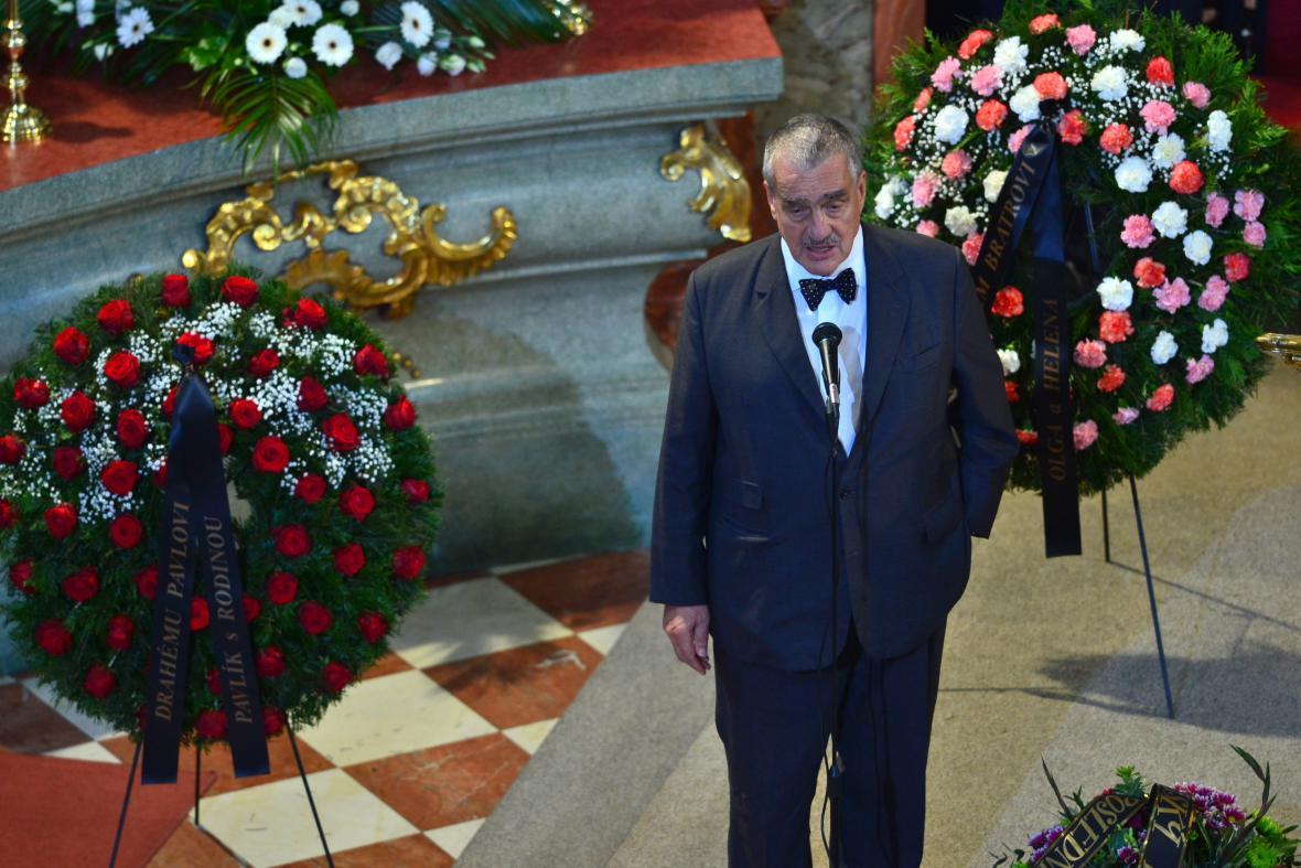 Karel Schwarzenberg na pohřbu Pavla Landovského