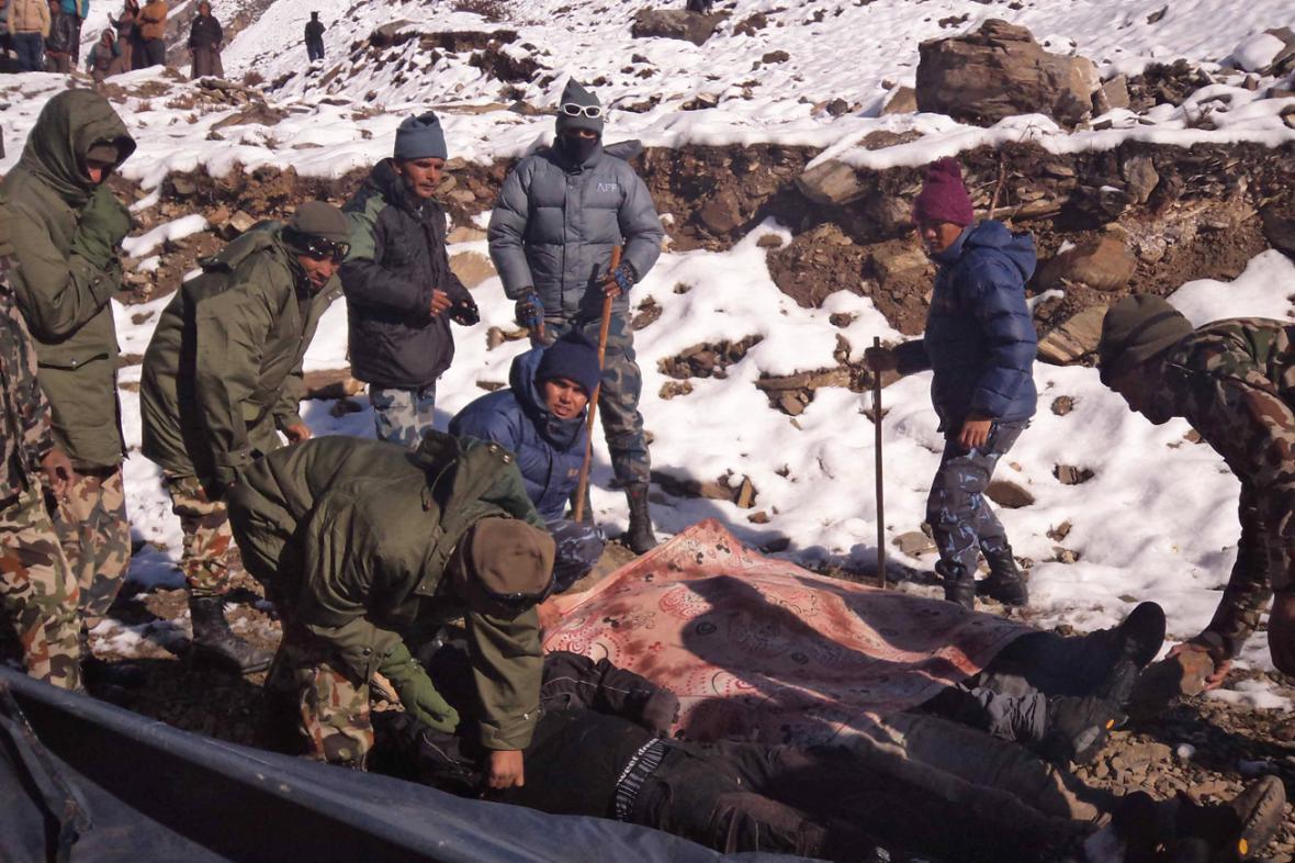 Sněhové bouři v Nepálu padly za oběť desítky turistů