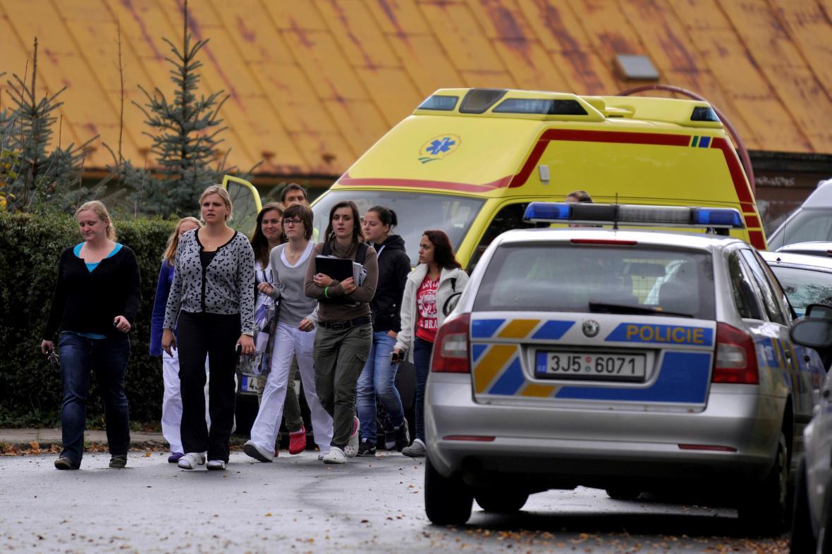Studenti obchodní školy ve Žďáru, kde došlo k vražednému útoku