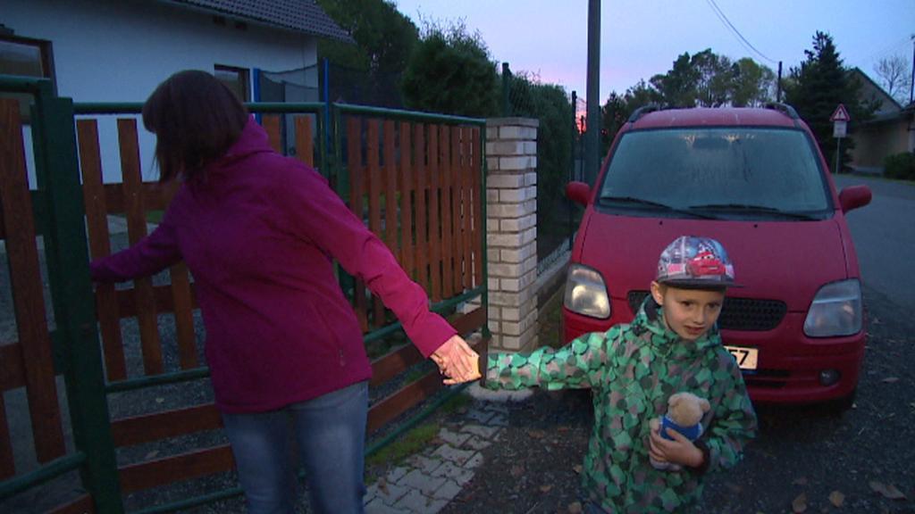 Maminka vypravuje Jakuba Krejču do školky