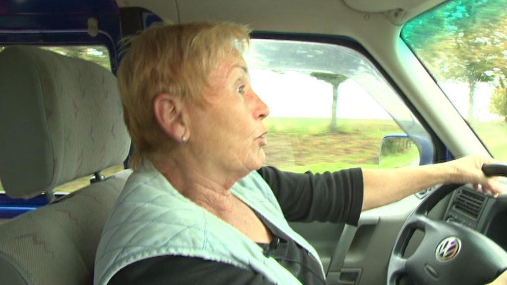 Řidička svozového auta v Čížkově