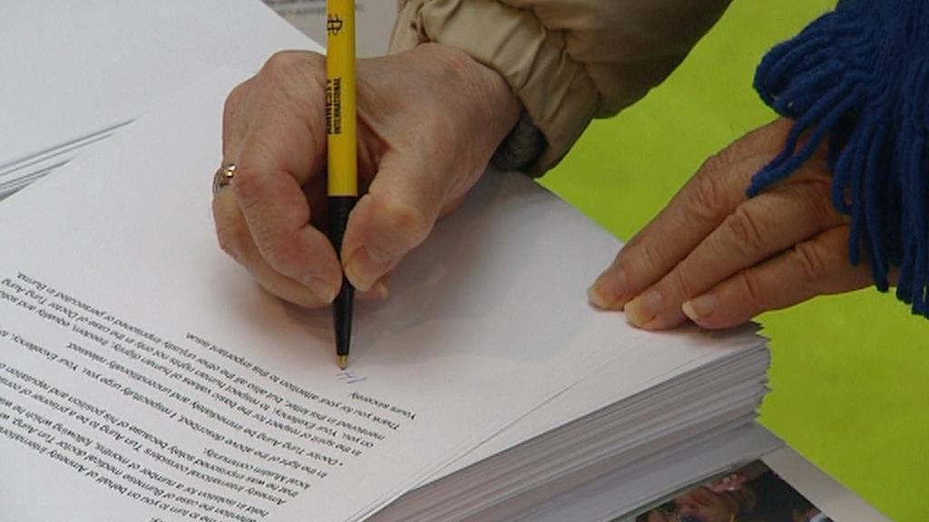 Podpis pod petici proti nespravedlivě vězněným