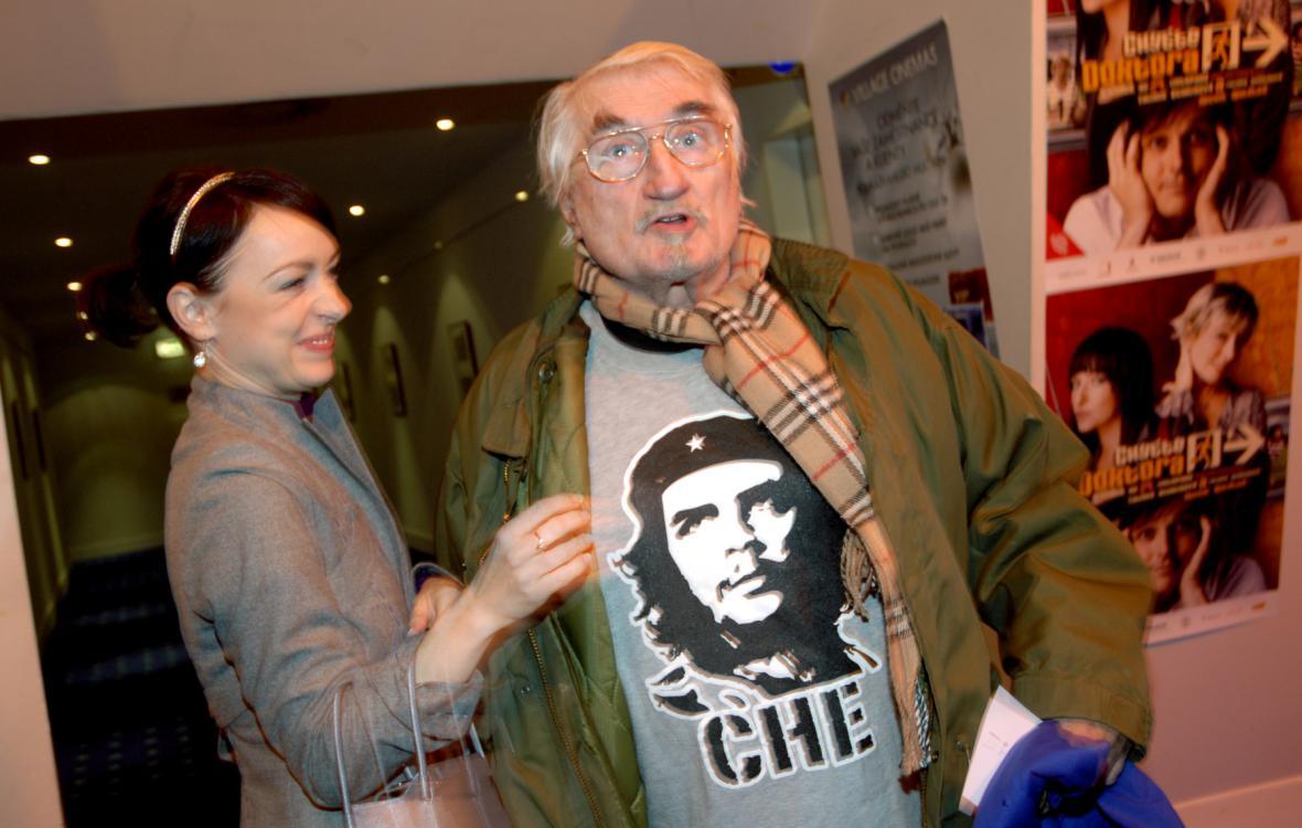 Pavel Landovský v tričku Ernesto