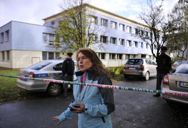 Policie u obchodní školy ve Žďáru, kde došlo k vražednému útoku